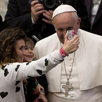 Sajnos nem eredeti a pápa szelfije