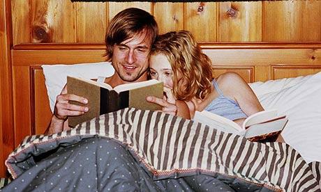 5 dolog, amit a boldog embernek csinálnak lefekvés előtt