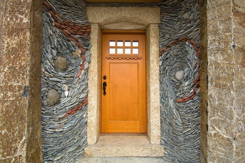 De a bejáratot is egyedivé varázsolja