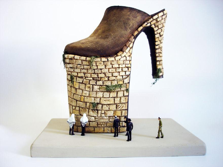 Extravagáns cipőszobrokkal meséli el történeteit - lenyűgöző fotók