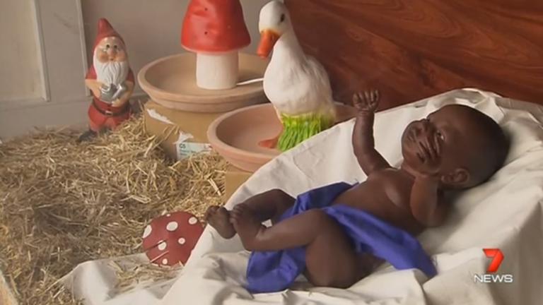 Nem mindenkinek tetszett a fekete Jézuska baba