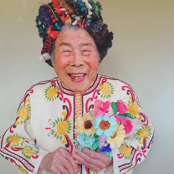 Unokájának modellkedik a 93 éves nagymama - fotók
