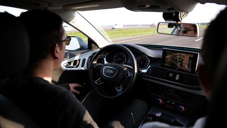Autópályán, a kormány érintése nélkül - az önvezető autó már valóság (Fotó: Tumblr)