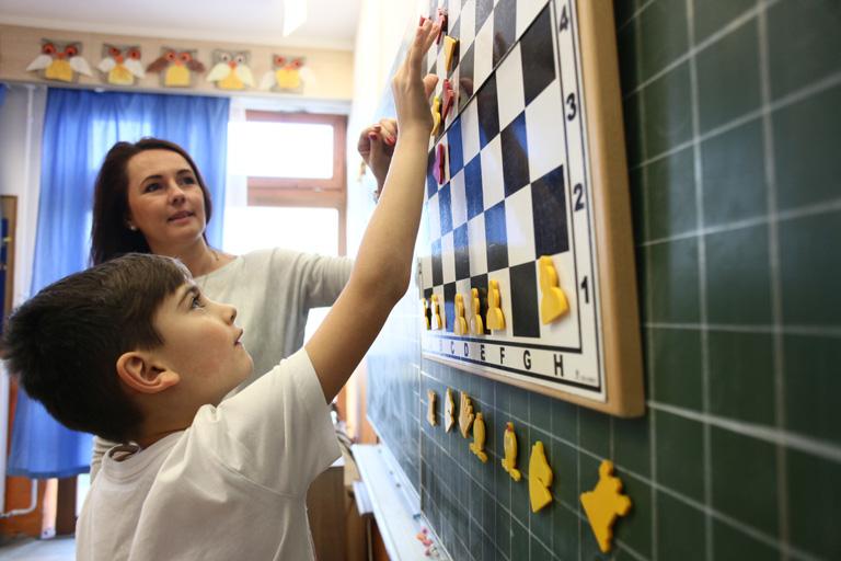 Világszenzáció lett a Pipacsvirág Általános Iskola sakk-logika programja, a magyar állam mégsem támogatja
