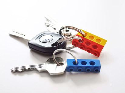 Ha különböző színű legókat használsz, legalább nem kevered össze, melyik kulcs, hova tartozik.