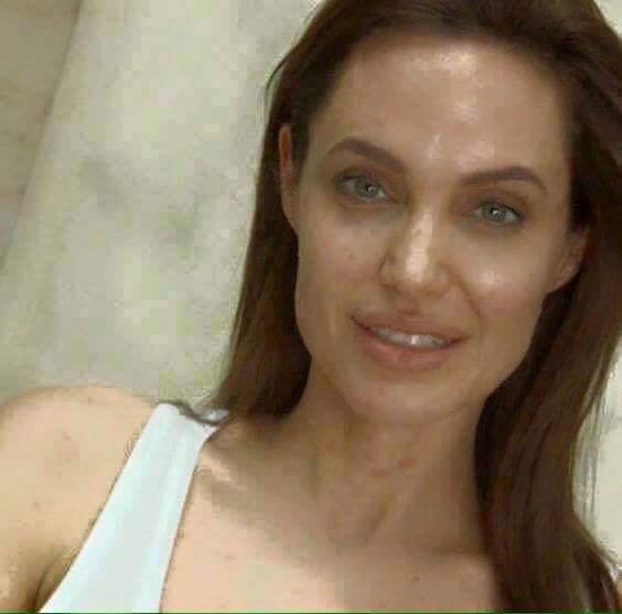 Angelina Jolie a természetes szépségért kampányol