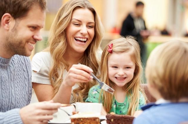 Öt rossz étkezési szokás, amit te nevelsz a gyerekedbe