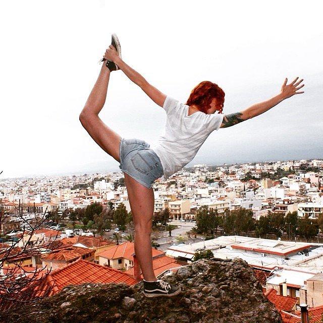 15 lélegzetelállító fotó, extrém helyeken jógázókról