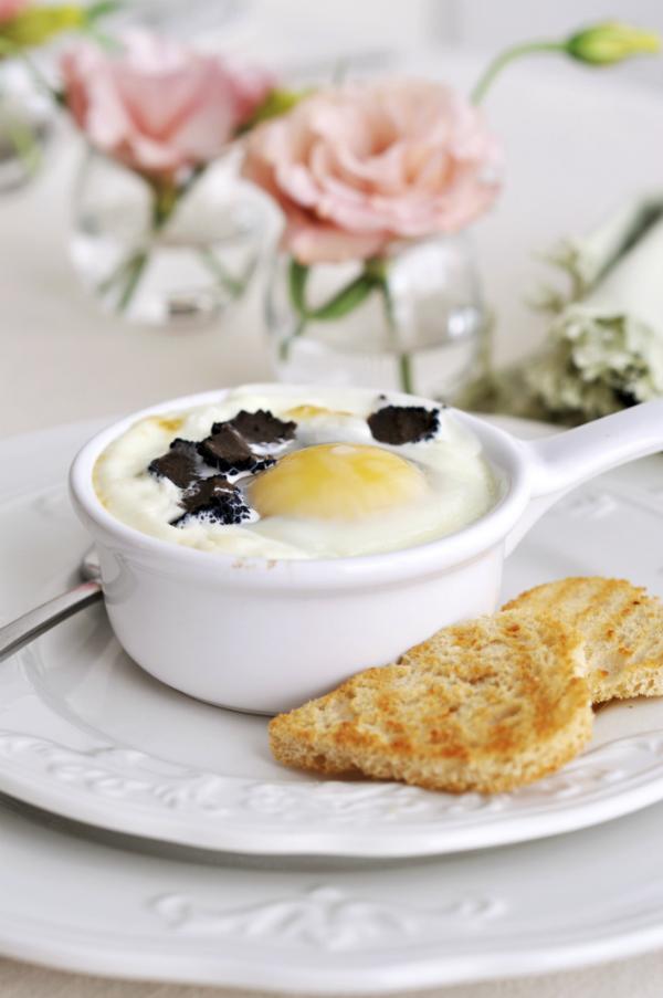 Elegáns gyors vacsora: gőzölt tojás pirítóssal