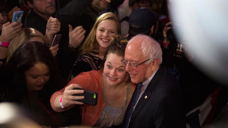 Készül a Sanders-szelfi: a vermonti szenátor nagyon népszerű a fiatalok között