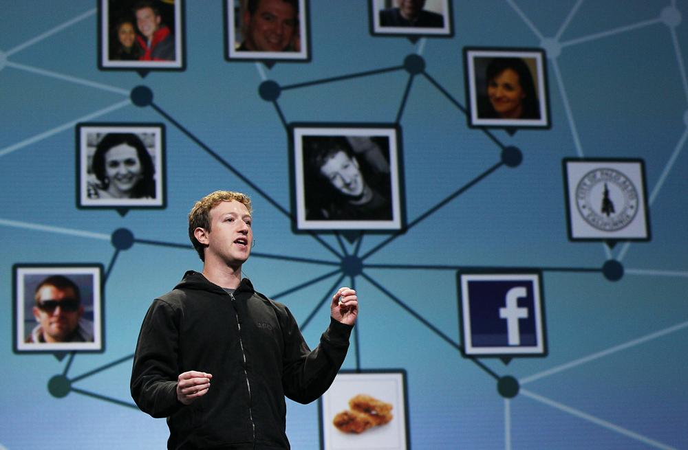 12 éves a Facebook – amit az angolok még szex közben is használnak