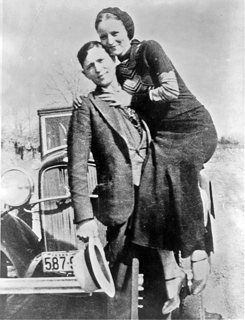 Bonnie, Clyde és a híres Ford V8, amiben szitává lőtték őket
