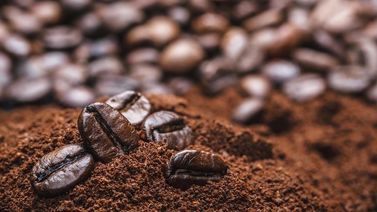 Gyönyörű haj és ragyogó bőr a kávé erejével