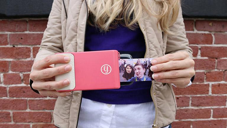 Megérkezett a telefontok, ami olyan, mint egy régi polaroid fényképezőgépek