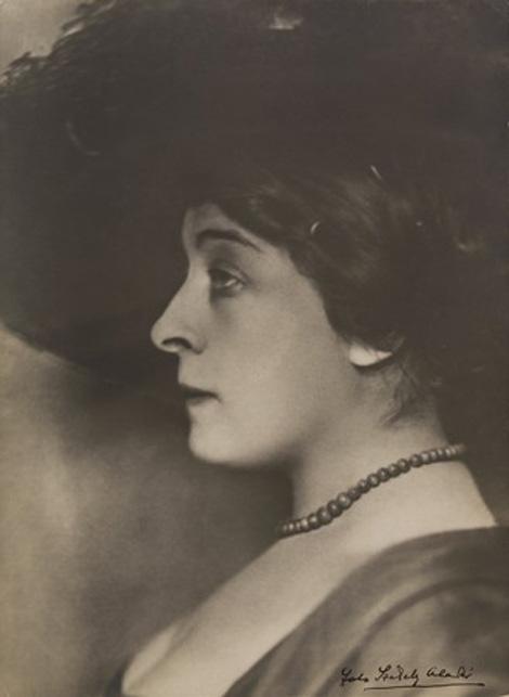 Diósyné Brüll Adél
