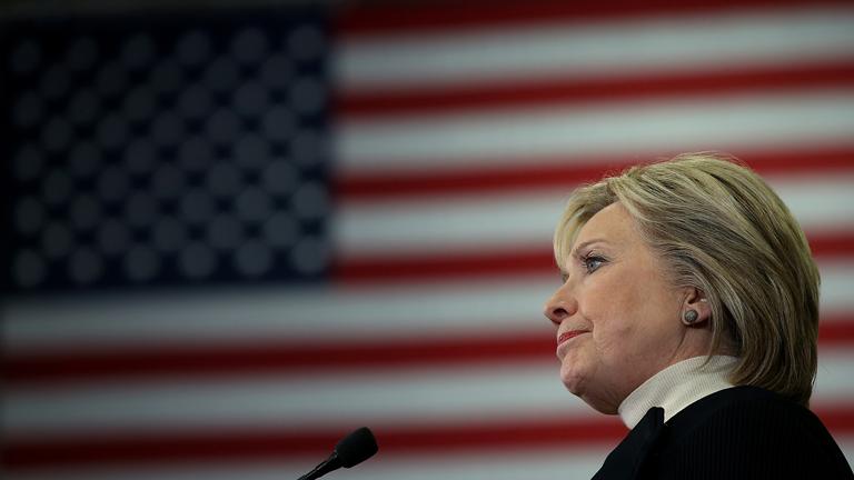 Hillary Clinton nyaka körül elkezdett szorulni a hurok