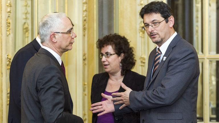 Balog Zoltán, az emberi erőforrások minisztere, és Madarász Péter, a miskolci Herman Ottó Gimnázium igazgatója – fotó: MTI, Szigetváry Zsolt