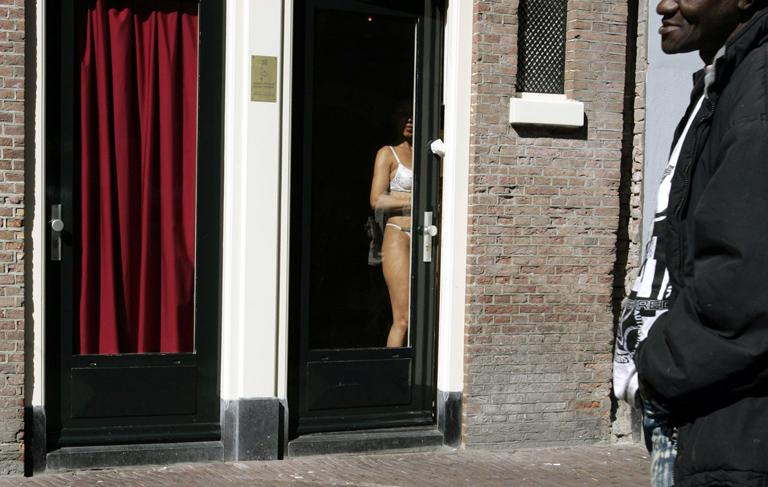 Egy fotó Amsterdam híres piros lámpás negyedéből