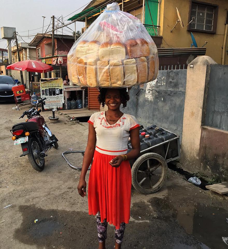 Véletlenül lett modell a nigériai kenyérárus