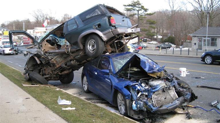 A férfiak szabálytalanabbul és veszélyesebben vezetnek (Fotó: Tumblr)