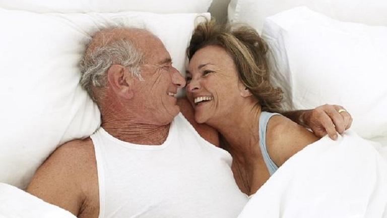 Könnyebben megy a férfiaknak az időskori szex, mint a nőknek