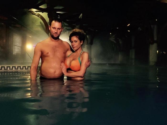 Bikinis Baukó Évát a víz alatt lepte meg Alekosz