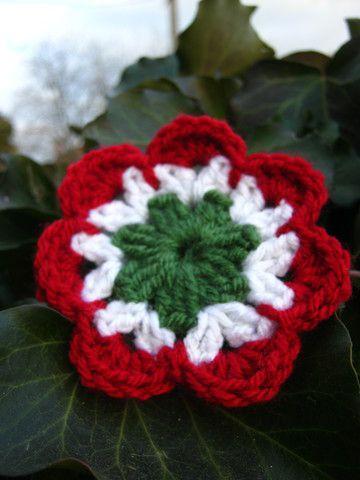 Akik tudnak horgolni, azok készíthetnek március 15 közeledtével egy egyszerű virágmintát nemzeti színekben.