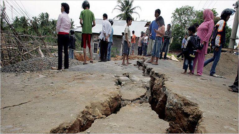 Cunamitól tartanak az indonéz földrengés túlélői