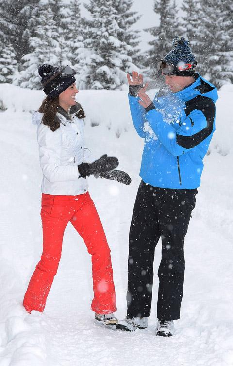 Exkluzív képek: Vilmos herceg és Katalin a gyerekekkel síel