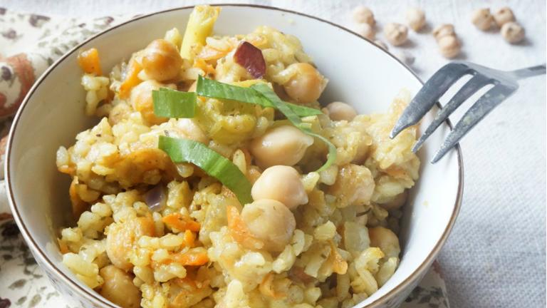 Gyors vacsora: indiai fűszeres rizs csicseriborsóval