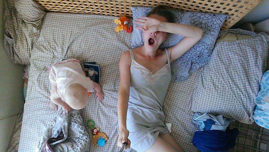 Egy anya végigfotózta egy napját szelfibottal, hogy megmutassa, milyen az anyaság - fotók