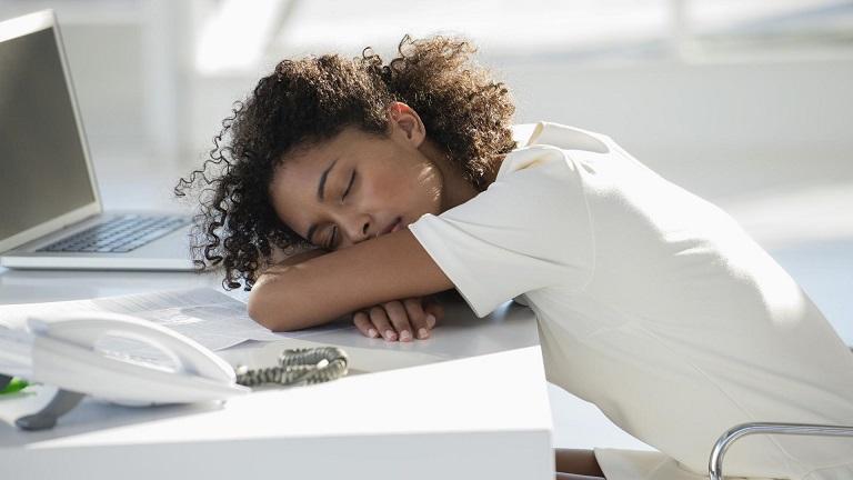 Így vezet hízáshoz a fáradtság