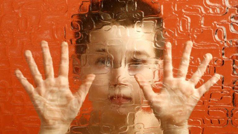 Hamarosan talán enhíthetőek lesznek az autizmus tünetei