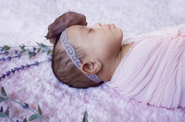 Gyönyörű fotók az újszülött Down-szindrómás ikrekről