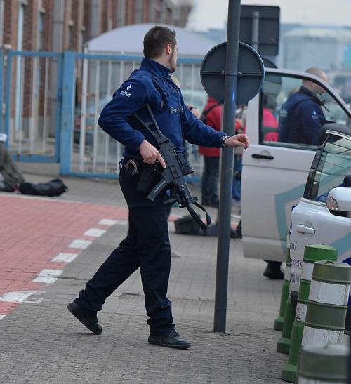 Robbantottak a brüsszeli repülőtéren és a metróban is - több halálos áldozat is van