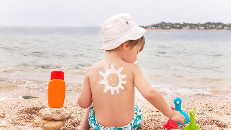 Legyen gyerekjáték a napvédelem - így védd a bőröd a káros UV-sugaraktól!