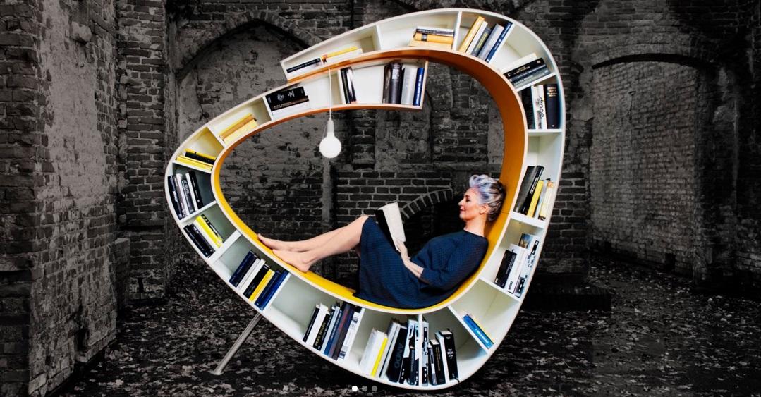Az olvasás szerelmesei imádni fogják ezt a könyvespolc és fotel keverékét