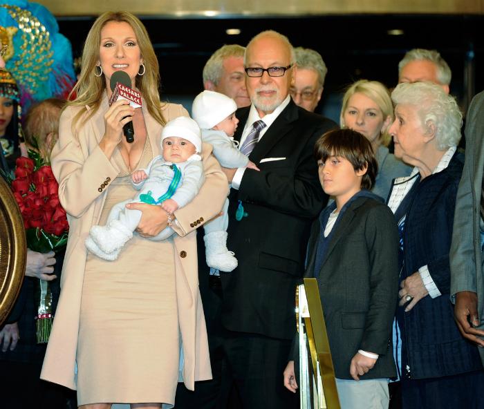 Tupír, rövid haj, csámpás fog: a ma 48 éves Celine Dion átváltozásai