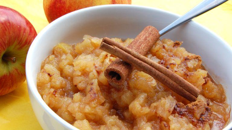 Az almapüré nagyon kímálő étel, ezért adják csecsemőknek is