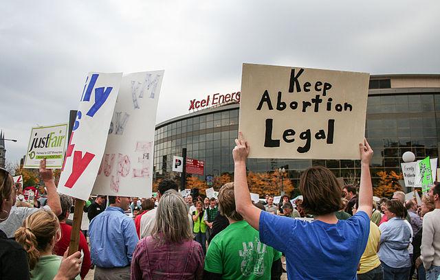Tüntetés Lengyelországban az abortusz betiltása ellen.