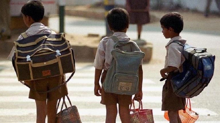 Nehéz iskolatáskája okozta a négy éves kislány halálát Indiában