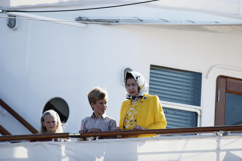Őrült rajongótól, a romantikus miniszterig - II. Erzsébet királynő és a férfiak