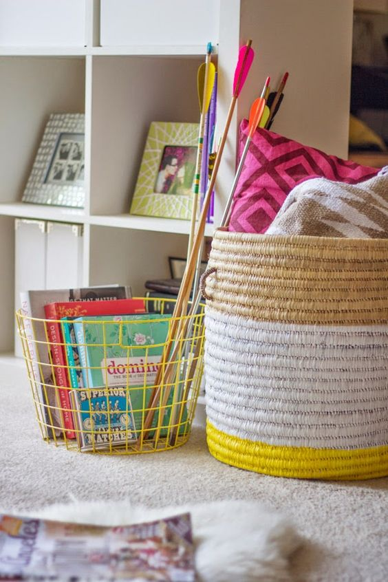 Könyveket, gyerekcuccokat, párnákat is pakolhatsz egy-egy fonott vagy műanyag tárolóba.