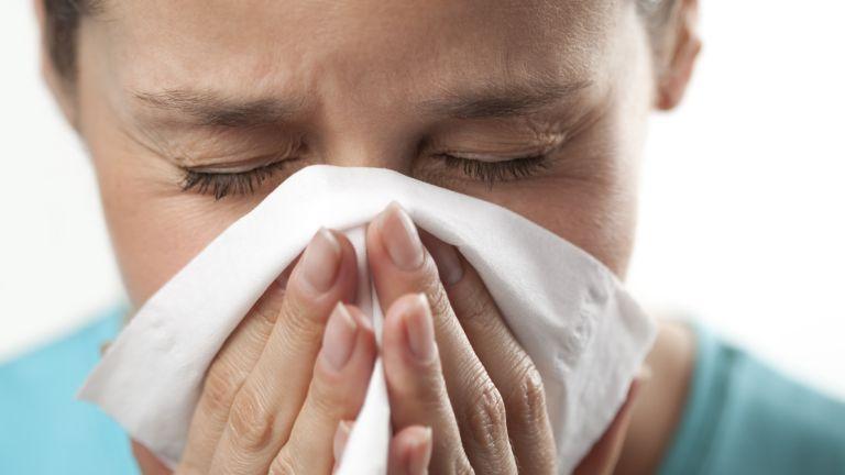 A náthától ugyanúgy tüsszöghetünk, mint az allergiától