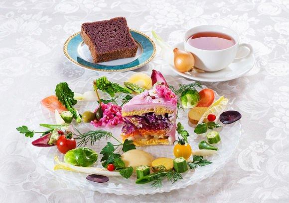Ilyen egészséges desszertet még nem láttál: salátából készít tortákat a japán kávézó