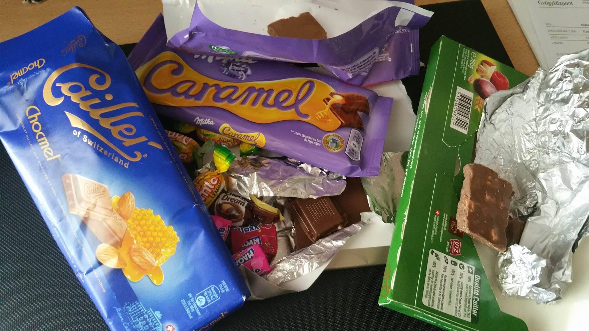 Mániám, hogy egyszerre többféle csokit veszek, és mindegyikbe belekóstolok. A nap végére persze egyikből sem marad semmi!