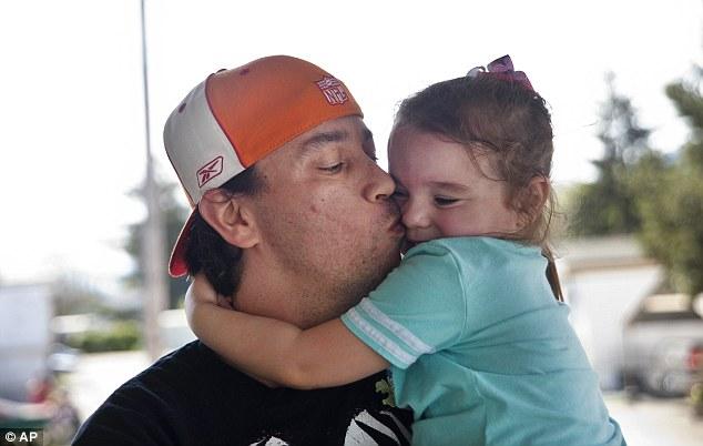 Egy hajléktalanszállón talált két éve eltűnt kislányára az apuka
