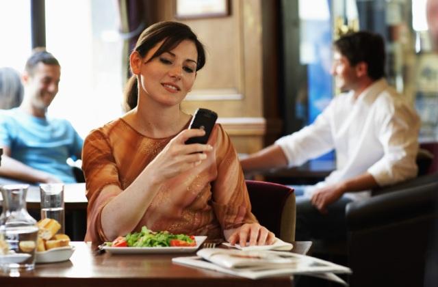 Mobilnet a határokon túl - olcsó megoldások és tippek