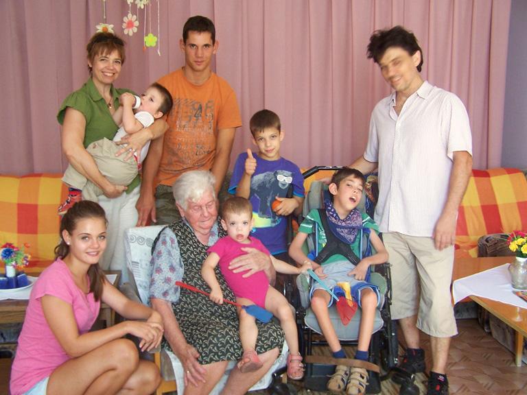 A család dédivel