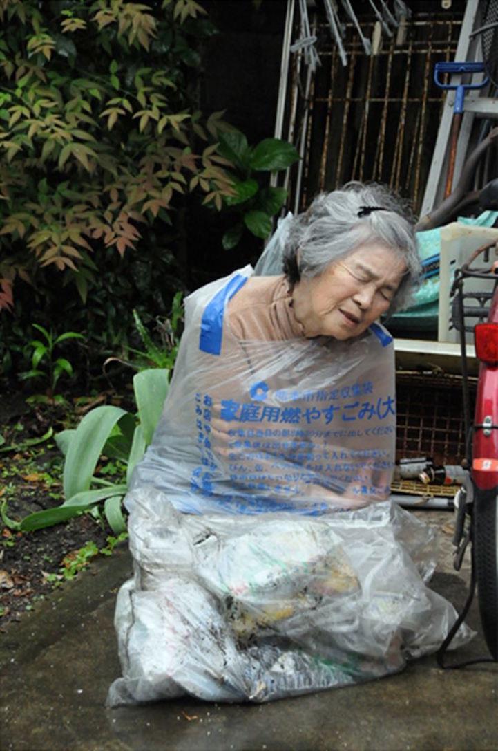 Mókás önarcképekkel tanulta ki a fotózást a 87 éves néni